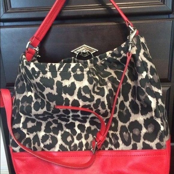 Coach purse Can we worn on shoulder or used across your body. Bags