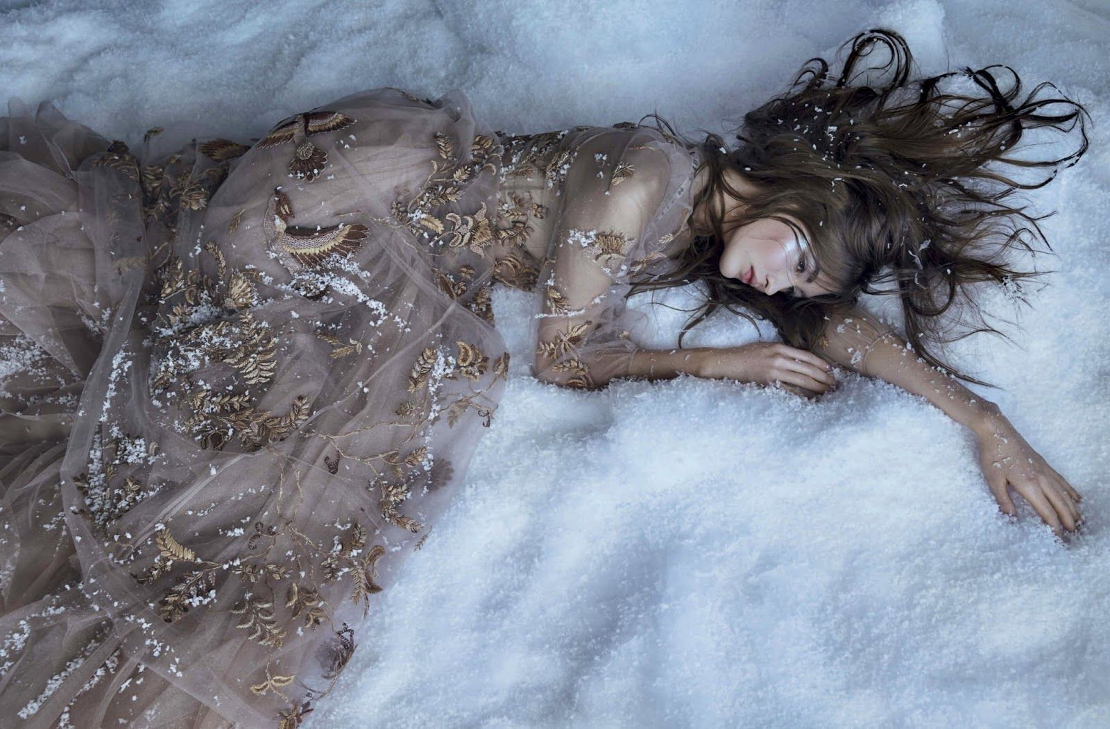 Grace Elizabeth in Vogue Latin America u Mexico December  by
