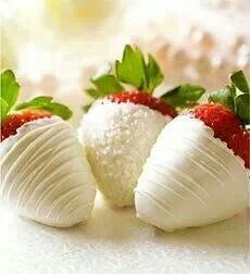 Stawberries dipped in white chocolate