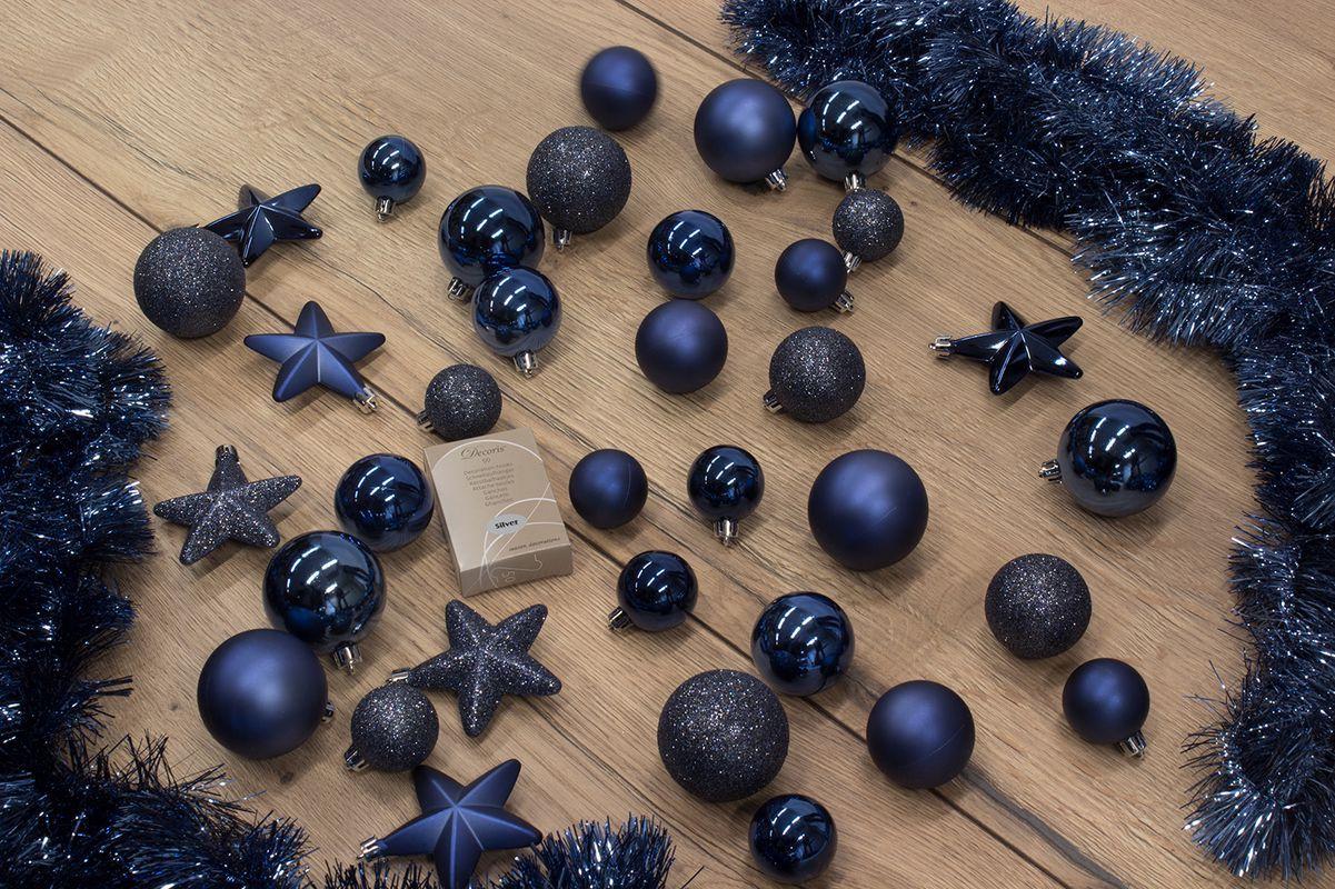 Zoek Je Wat Anders Voor Je Kerstboom Een Gave Trendy Kleur Ga Dan Voor Dit Versierpakket In De Kleur Blauw De Kerststerren Kerstboom Versieringen Kerstboom