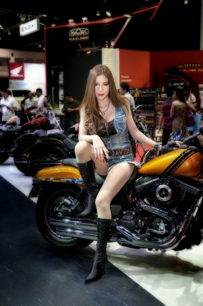 ล อครถจ กรยานยนต อย าแค ล อคคอ Pantip Adventure Girl Motorcycle Girl Hot Bikes