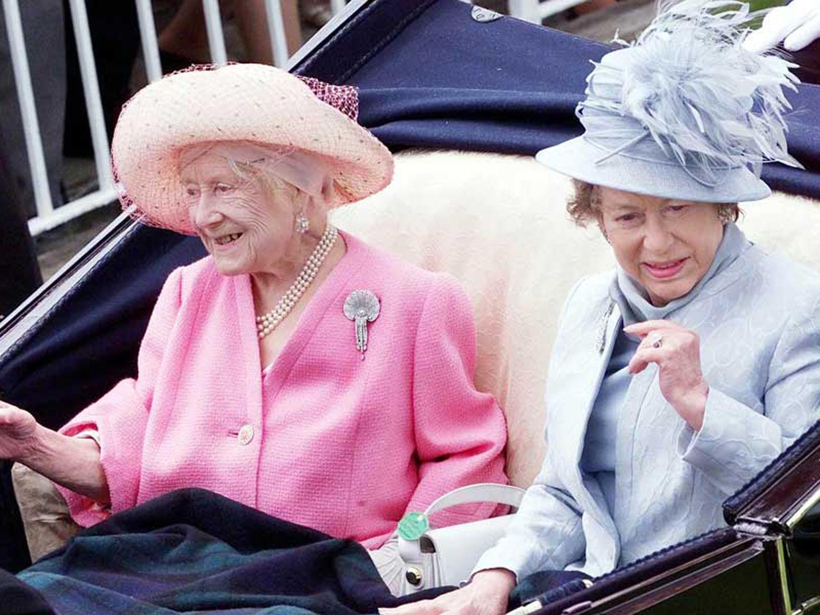 Queen Elizabeth Ii Life In Pictures Queen Elizabeth Parents Queen Elizabeth Princess Margaret [ 1200 x 1600 Pixel ]
