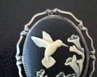 Gorgeous Hummingbird CAMEO Brooch -- 25% off Jewelry SALE -- FREE Jewelry GIft Wrap by altcollect. Explore more products on http://altcollect.etsy.com