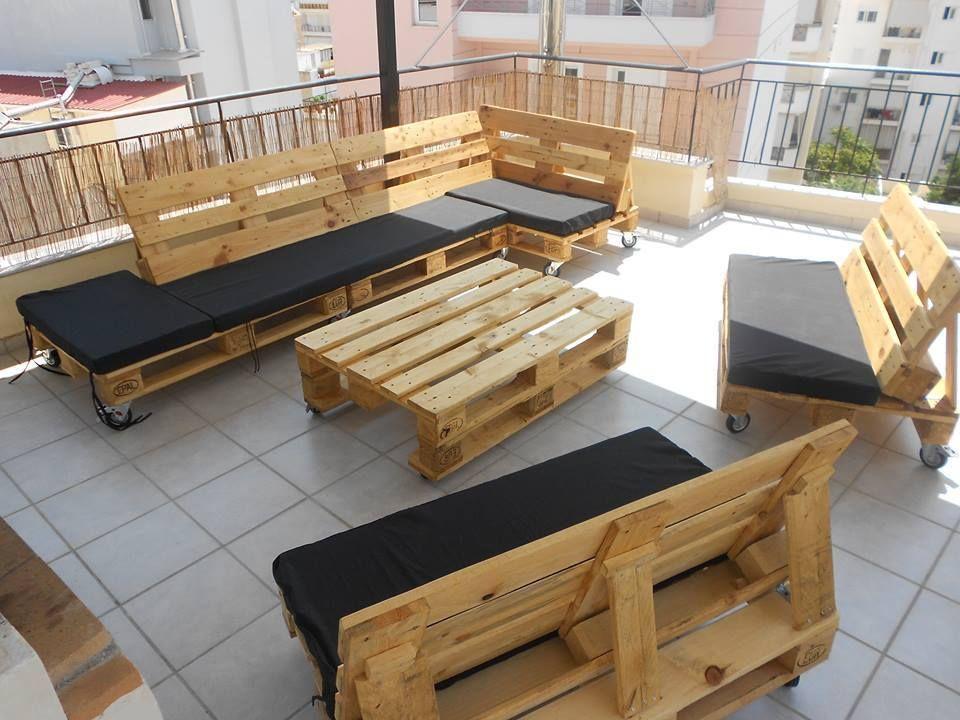 Terraza de atico amueblada con palets | Muebles con viento ...