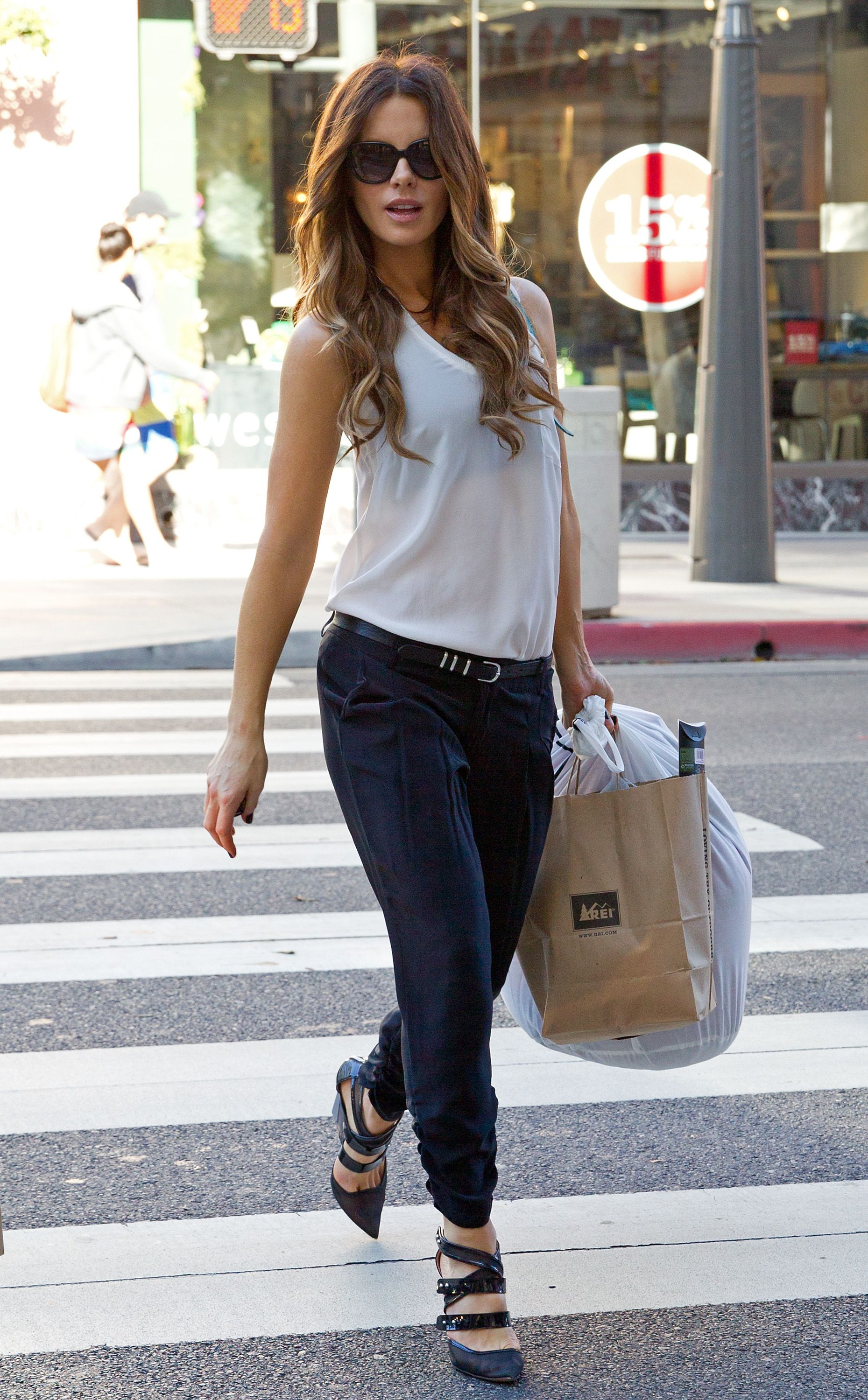 The Wardrobe Staples You Need to Be Kate Beckinsale Chic Kate Beckinsale,  Fashion Trends, 5d194cf919