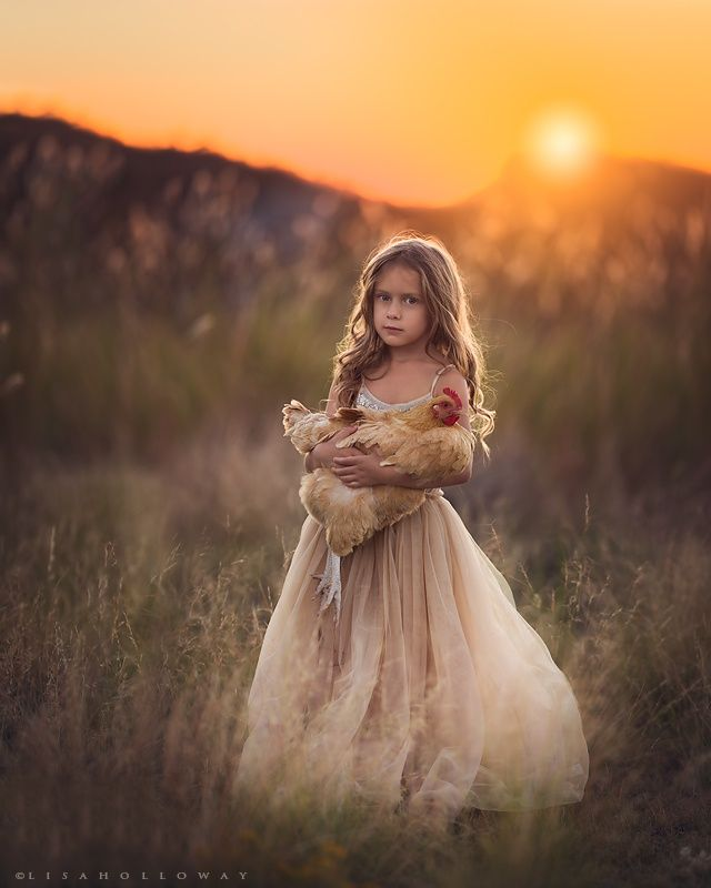 Little Farm Girl by Lisa Holloway on 500px -repinned by California portrait photographer http://LinneaLenkus.com  #portraitphotographyinspiration