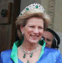 Um casamento histórica 'coroado' por as melhores jóias da realeza