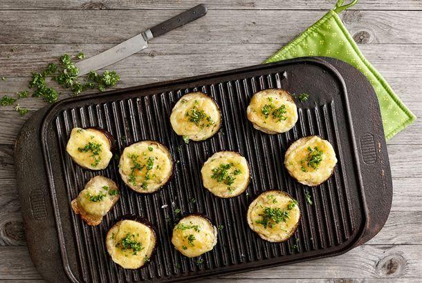 Munakoisopihvit valmistuvat näppärästi parilalla. http://www.valio.fi/reseptit/munakoisopihvit/