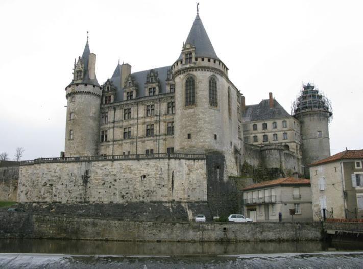 un château - 26 juillet - ajonc Bravo Martine Aa1bdabafd3c46c681045f0c723a417f
