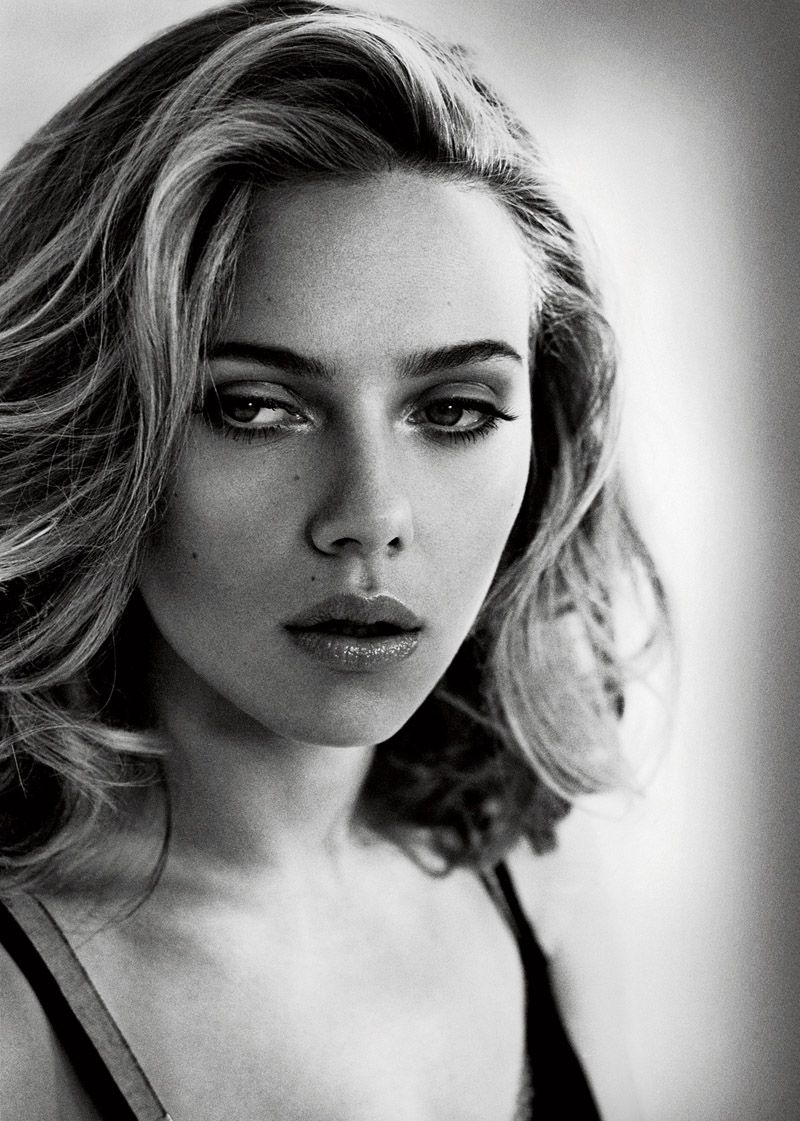 Watch Scarlett strikes a Marilyn, makes me want redlipstick video