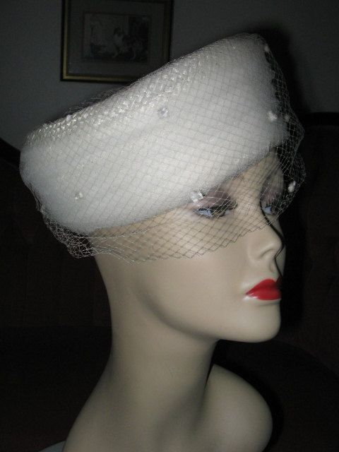 36c8a0c80134d VINTAGE WHITE STRAW Pillbox Hat with Veil by pandorasboxantiques ...