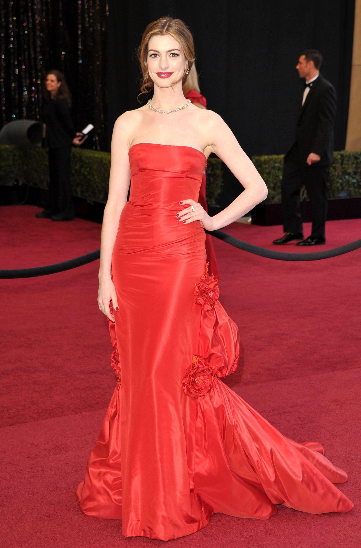 Anne Hathaway bei den Oscars 2011 in Valentino