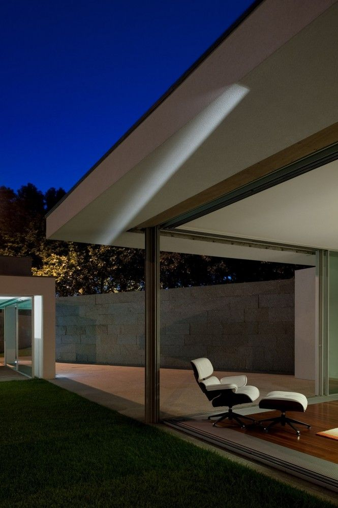 Gallery of house in a wall s rgio koch 13 architecture for Case bellissime esterni