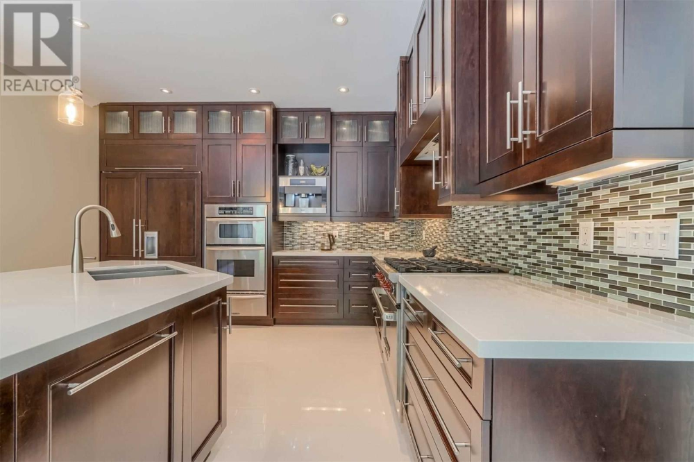 For Sale 1502 Crescent Rd Mississauga Ontario L5h4m1 W4885521 Realtor Ca In 2020 Home Decor Decor Kitchen Cabinets