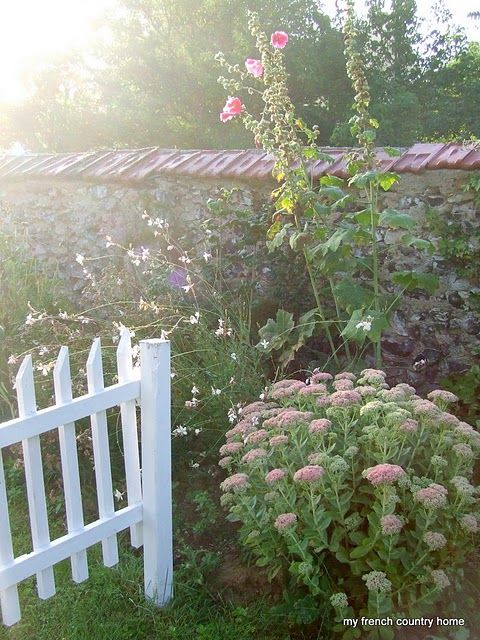 white picket fencing