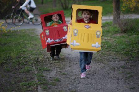 Cómo hacer un coche de cartón para niños a toda velocidad | AVA