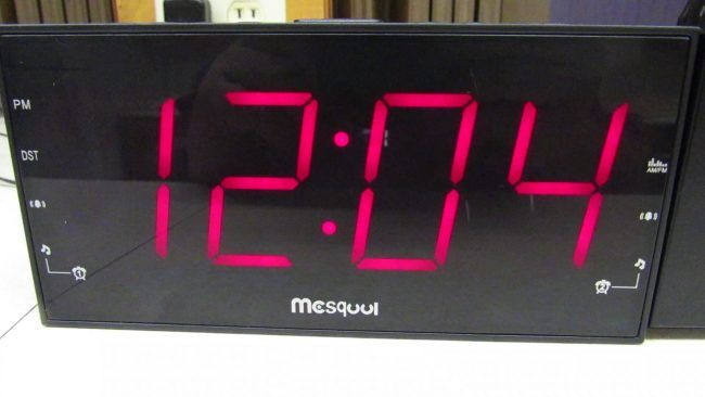 Mesqool Am Fm Digital Dimmable Projection Alarm Clock Radio Review