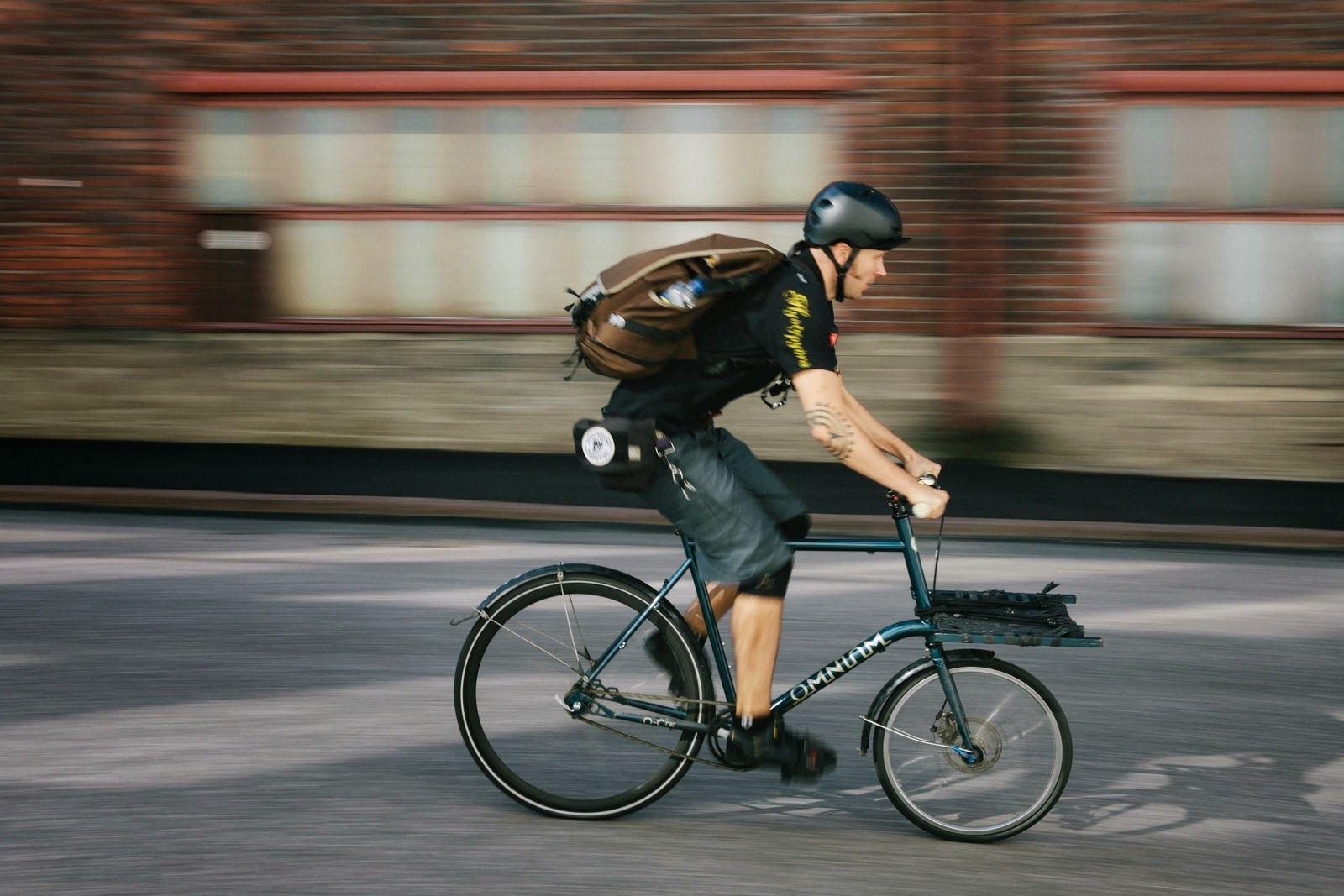 Paulus Rocking Omnium Mini Wearing Hyotypyora Colors Cargo Bike Coffee Bike Bike