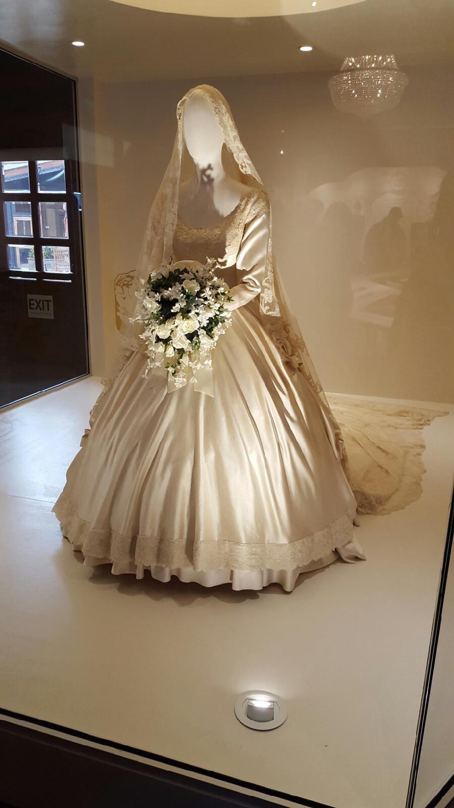 Lee Family veil (worn by Jacqueline Bouvier when she married Senator ...