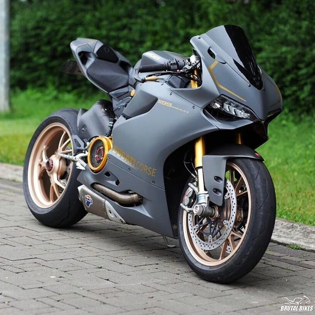Pin By Ashish Raj On Bike Pinterest Motorcycle Ducati And Two Brothers Honda Cbr1000rr 2012 2014 Silver Series Slip Exhaust System With M 2 Carbon Fiber Canister August 17 2018 At