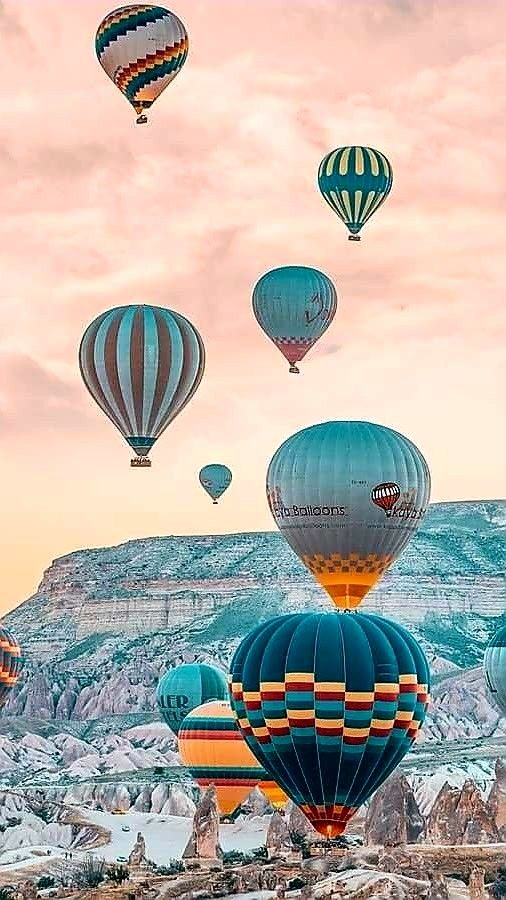 Awesome hot air balloon iPhone wallpaper, iphone background ,iPhone wallpaper, cute iphone background, summer iPhone background,Summer iPhone wallpaper