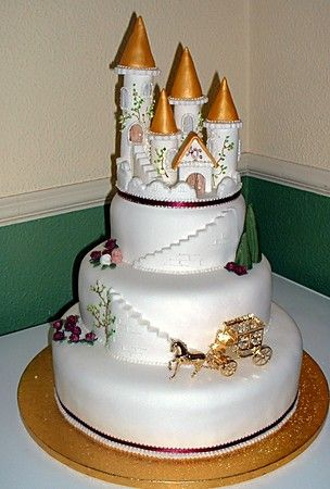 4 Tier Round Stacked Cake With Castle Horse Carriage Barbraellen The Sugarcraft
