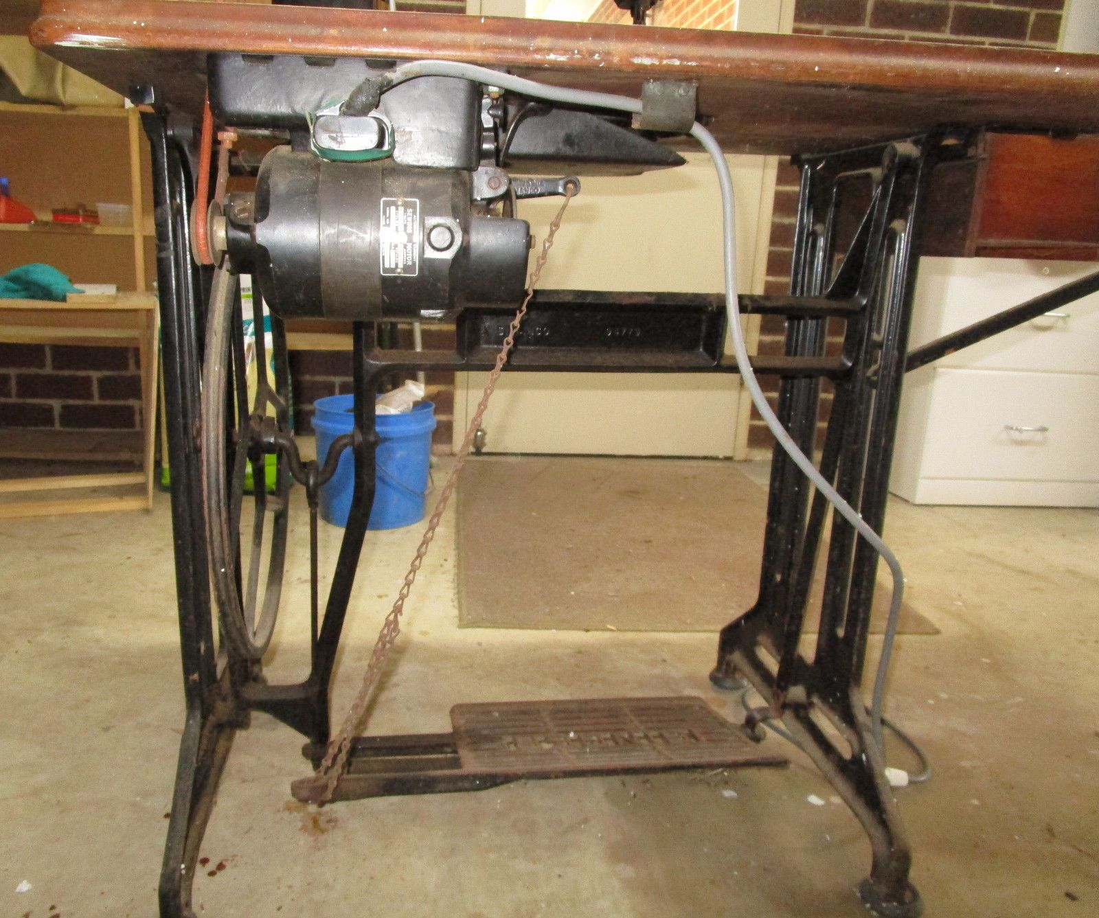 Vintage Semi Industrial Singer 103 K Treadle Sewing Machine Electric Motor Ebay Treadle Sewing Machines Sewing Machine Electric Motor