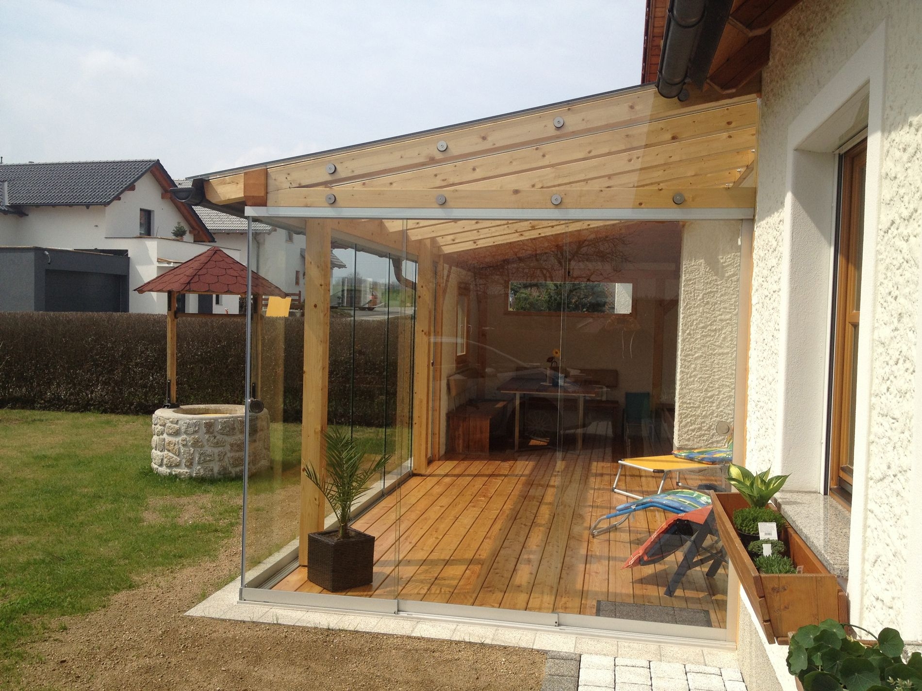 Terrassendach Mit Glasschiebewanden Geschlossene Verglasungen Terrassendach Holzpergola Gebogene Pergola