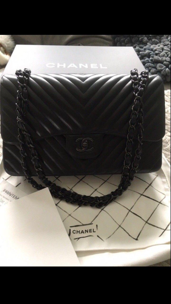 6284c2149641 FINN – Chanel so black jumbo double flap chevron