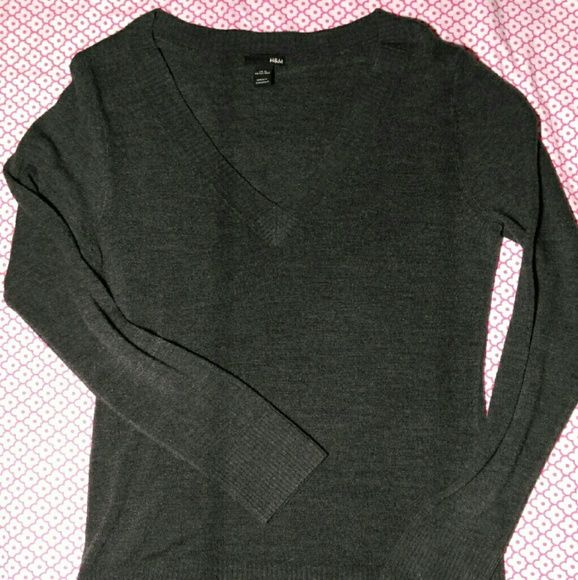 Grey H&M sweater Cute basic grey H&M sweater with a v-neck. In perfect condition! H&M Sweaters V-Necks