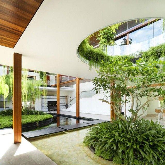 Expectacular jardin interior en este dise ointerior de - Jardines modernos ...