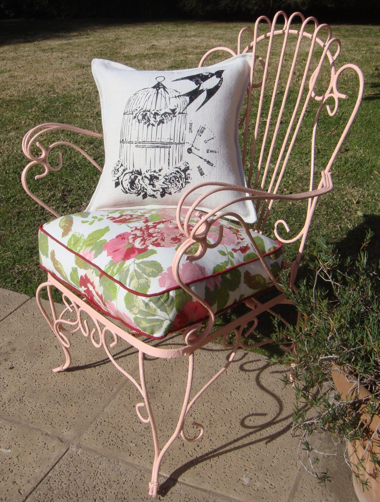 Sillon de hierro vintage chair la tienda deco ideas for Almohadones para sillones jardin