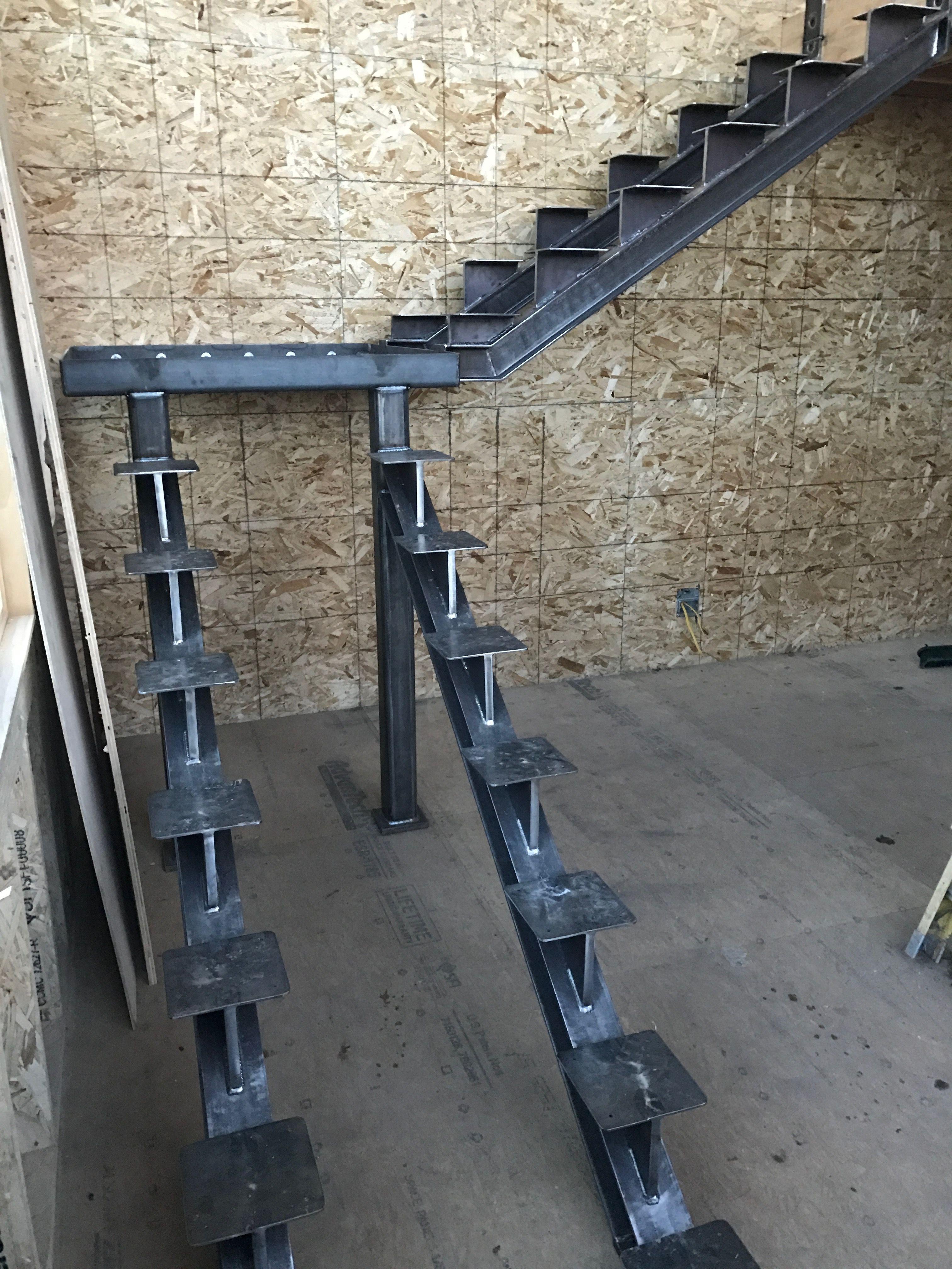Best Steel Stringers Staircase Design 640 x 480