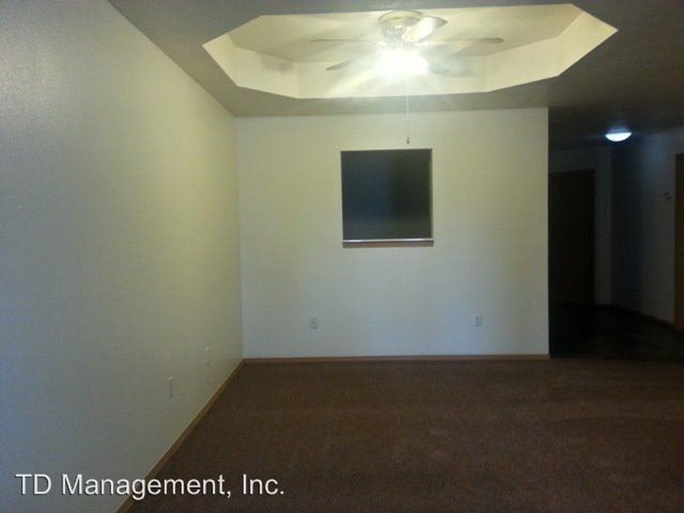3238 W Greenwood St Apt B Springfield Mo 65807 Zillow Renting A House Home Buying Multi Family Homes
