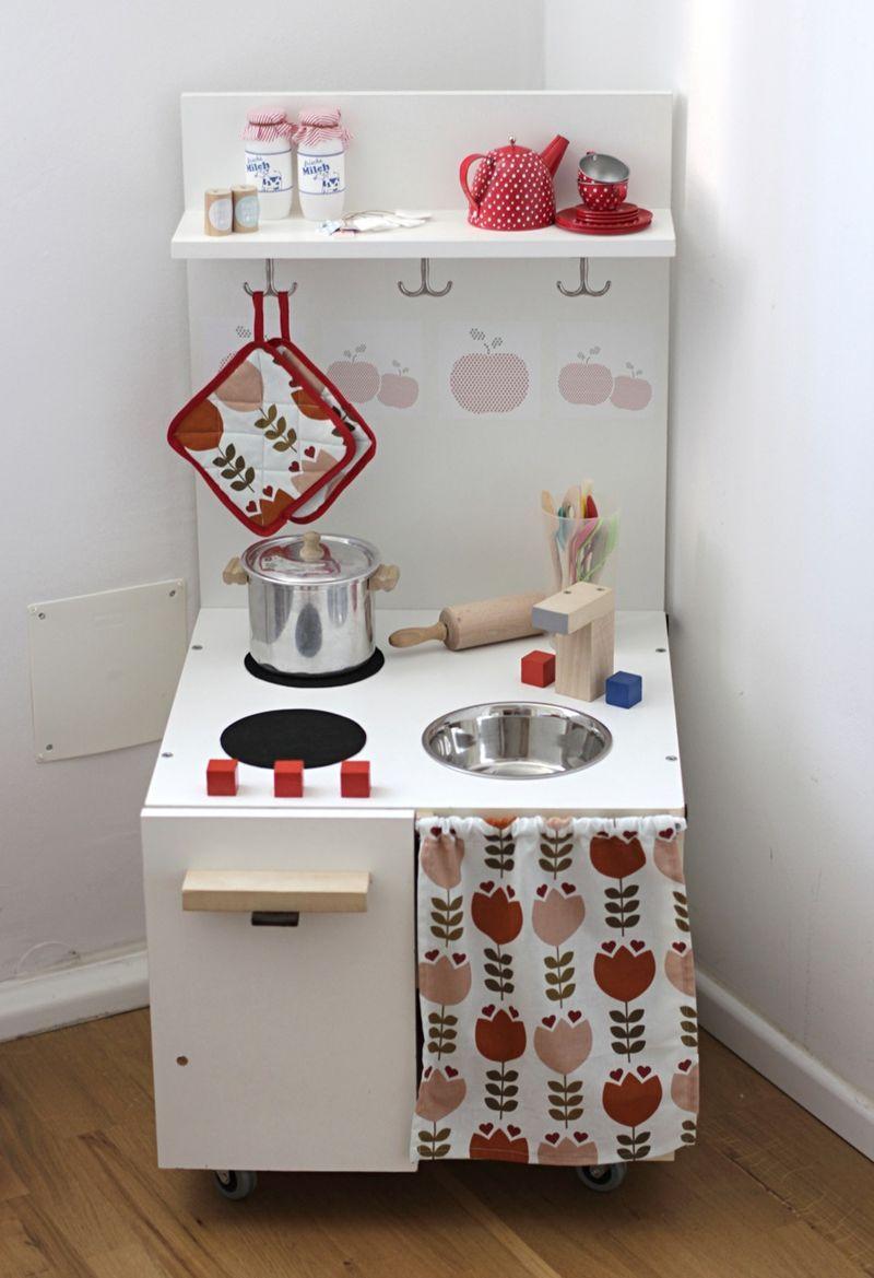 Spielküche Kinderküche diy selbst gebaut selber bauen | Organization ...