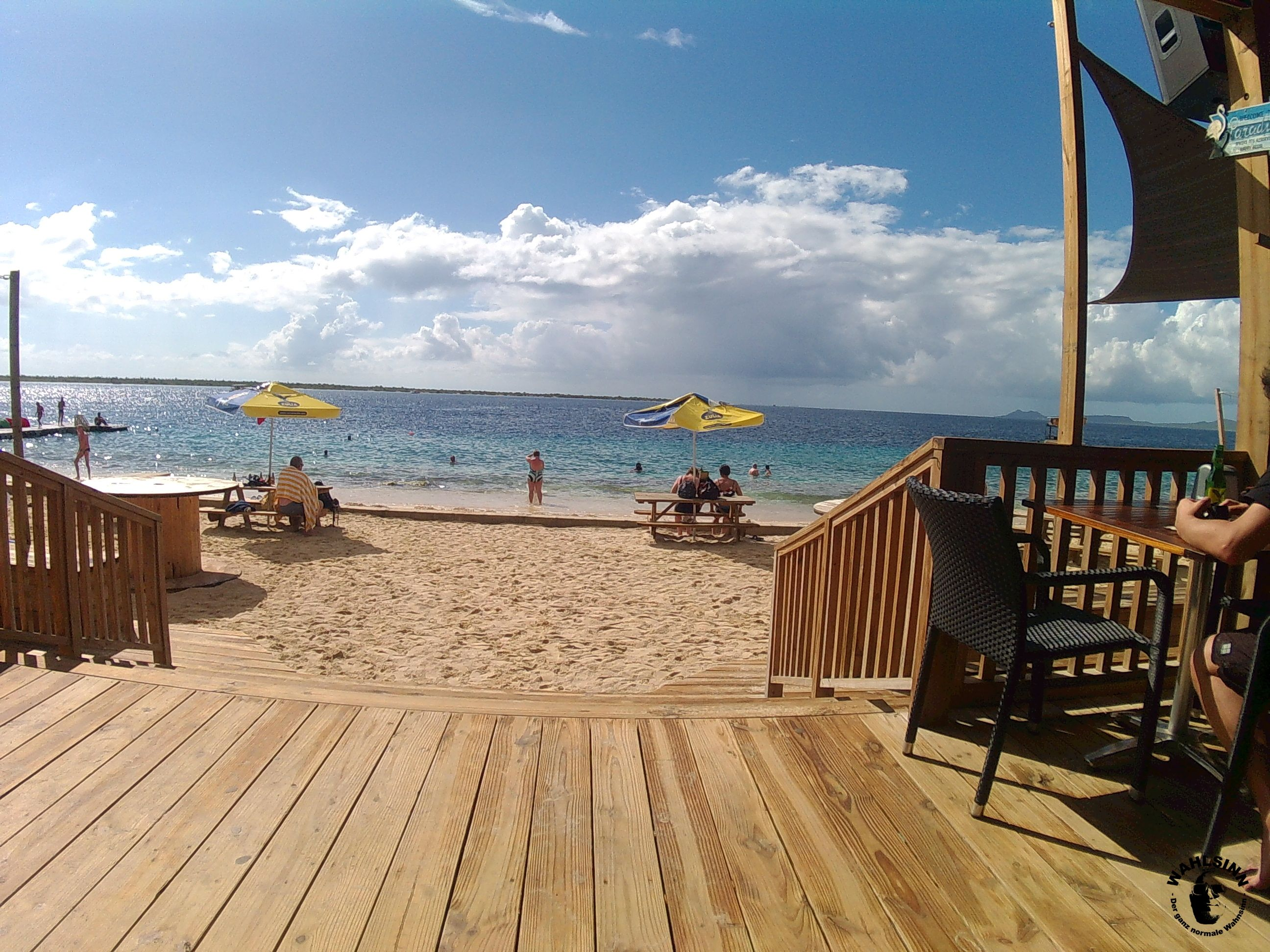 Bonaire - Einer der vielen kleinen Strandbars auf Bonaire. Hier schlägt das Wassersportler Herz höher