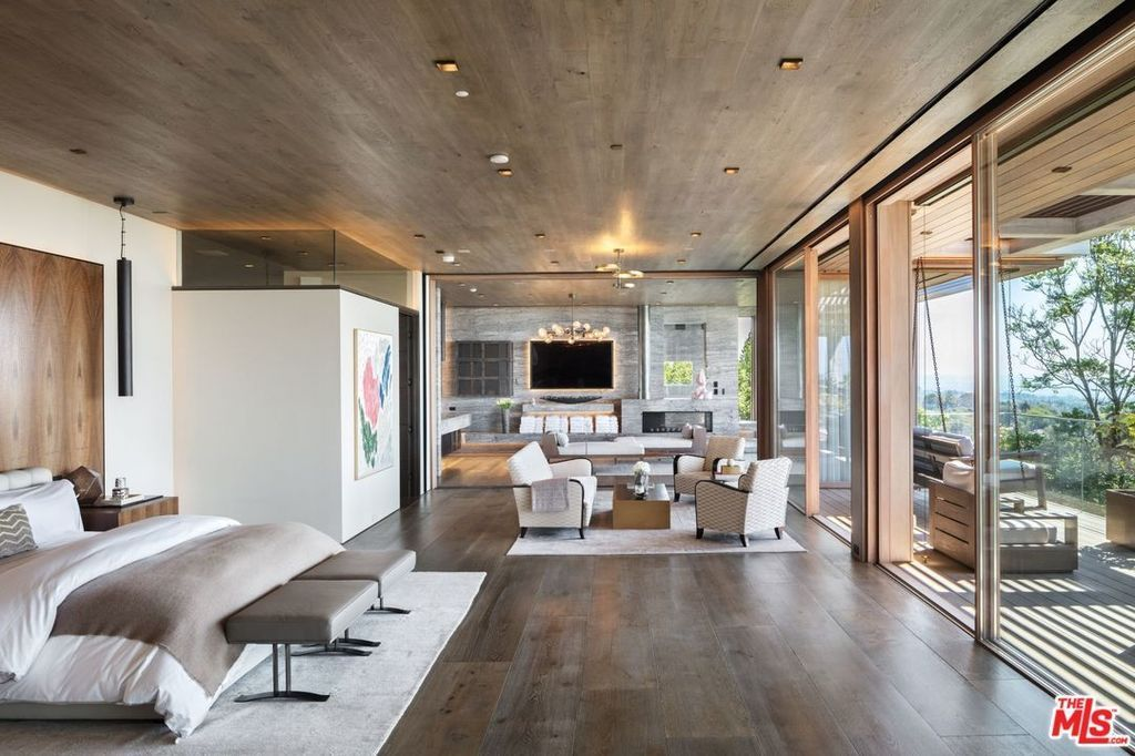 822 Sarbonne Rd Los Angeles Ca 90077 Mls 18412212 Zillow Zillowluxurybedrooms Mansion Interior Luxurious Bedrooms Home