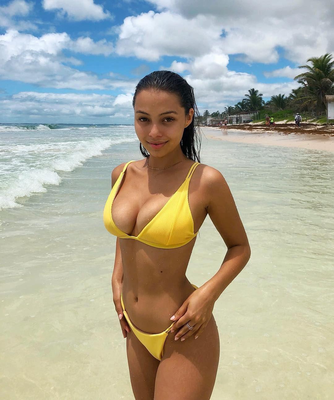 Sexy Latina Gives Blowjob