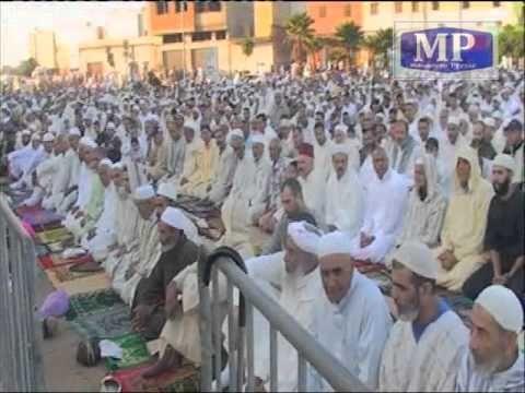 النساء والرجال بالمحمدية يصلون صلاة العيد جنبا إلى جنب في مصلى المدينة