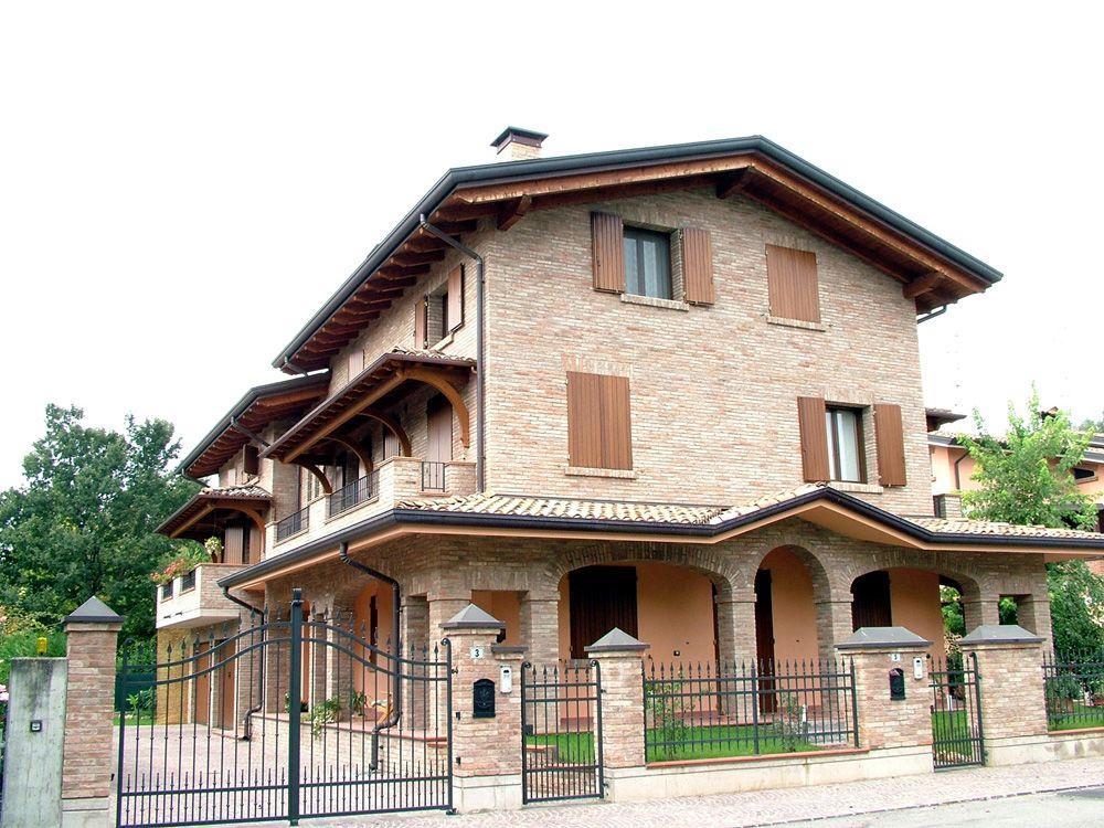 Copri balcone a tre falde, montato al primo piano, linea Classica ...