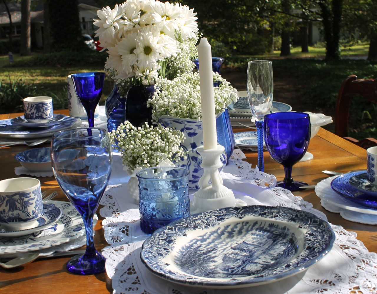 Blue And White Wedding Inspiration Table Setting I Have Quite A Lot Of China Pieces Perhaps Not Enough But Love The Slightly
