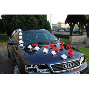 Décoration voiture mariage roses et perles