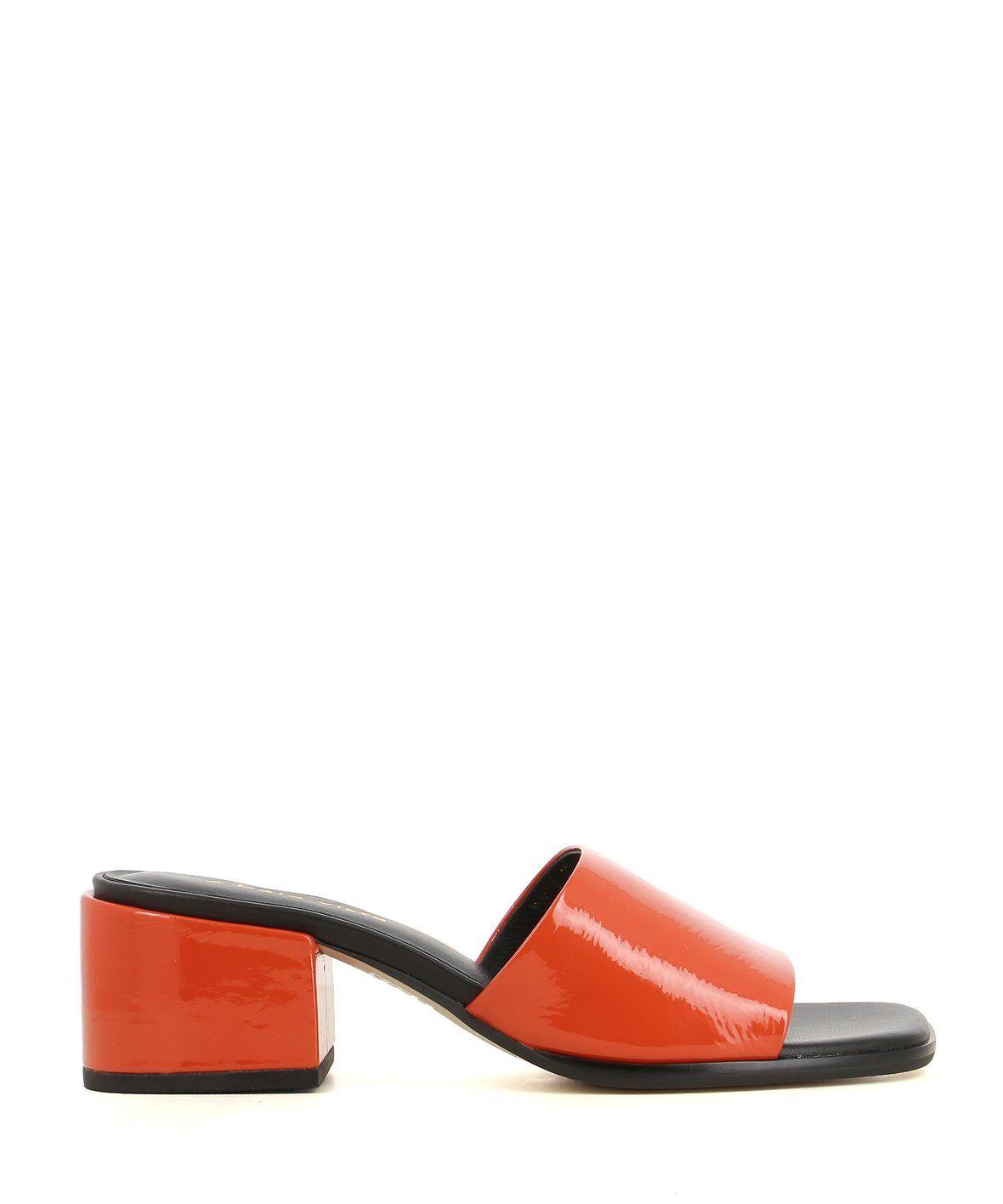 2 Baia Vista Vela Orange Patent Zomp Shoez In 2020 With Images Leather Mules Heeled Mules Patent Leather