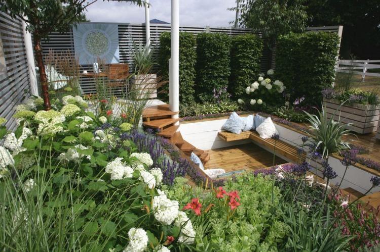 senkgarten-sitzplatz-gestalten-modern-sichtschutz-kletterrosen, Garten und erstellen