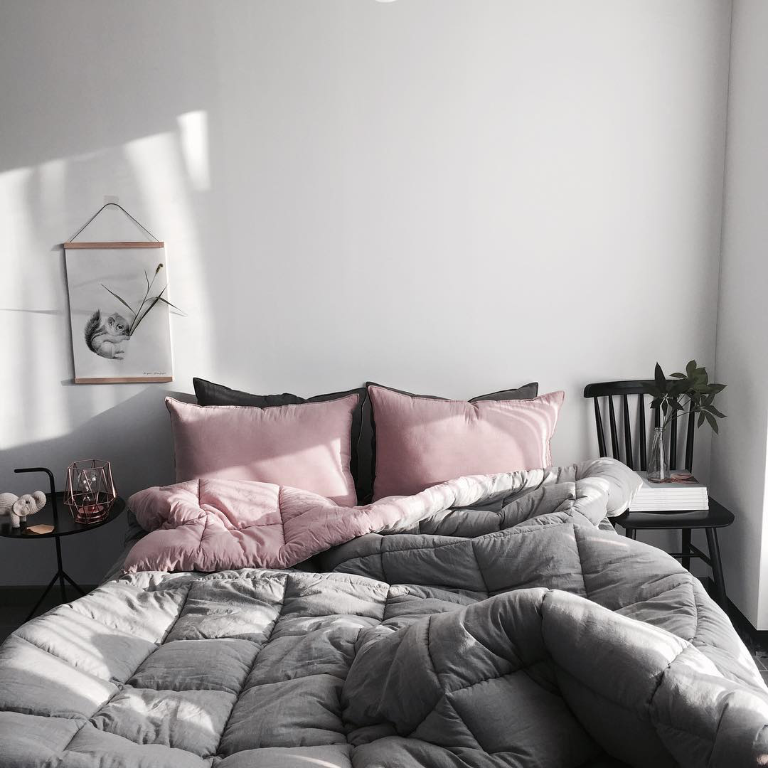 รูปแบบการออกแบบห้องนอนสีเทา
