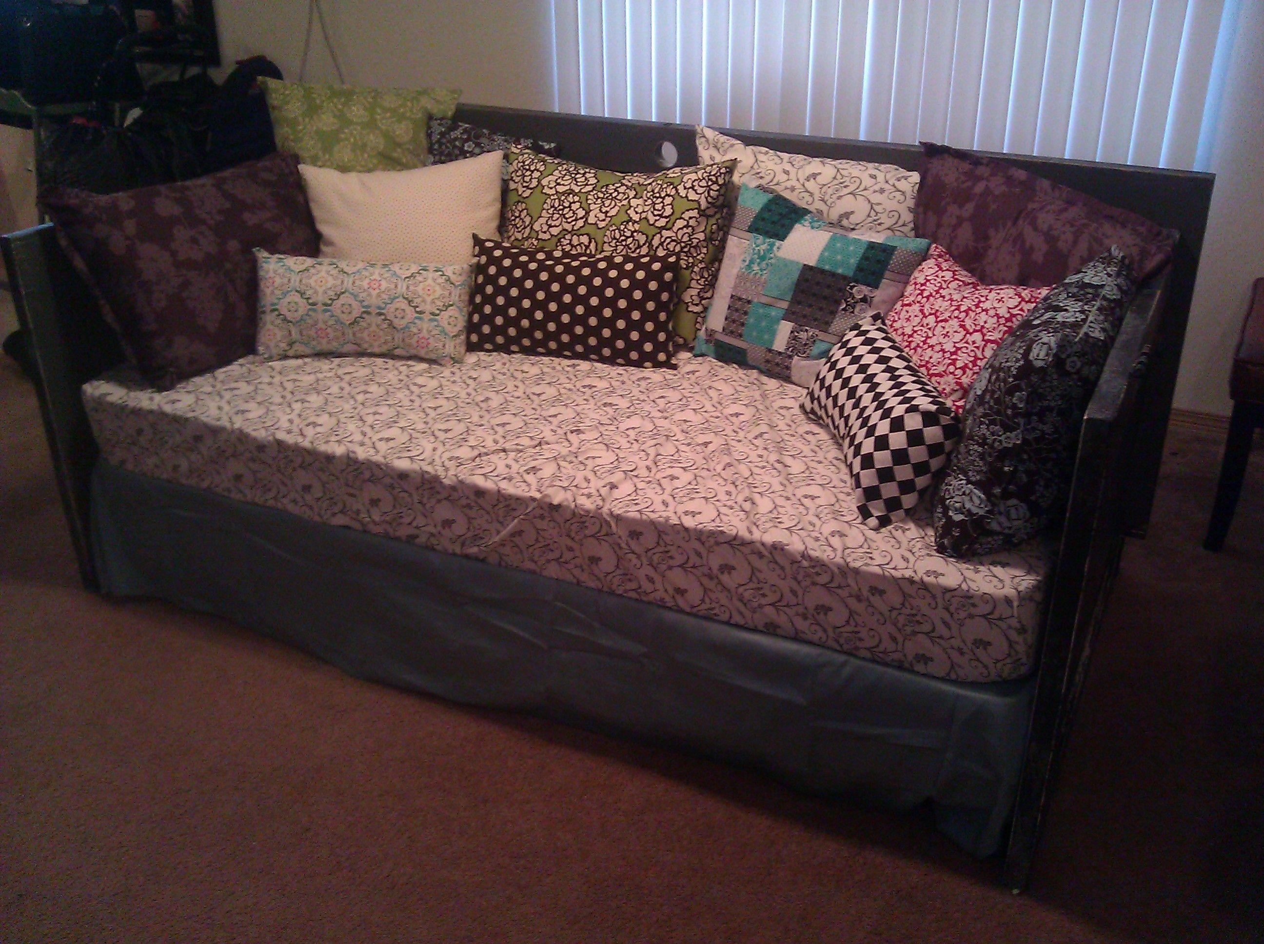 DIY Door Couch | Diy daybed, Diy couch, Diy door