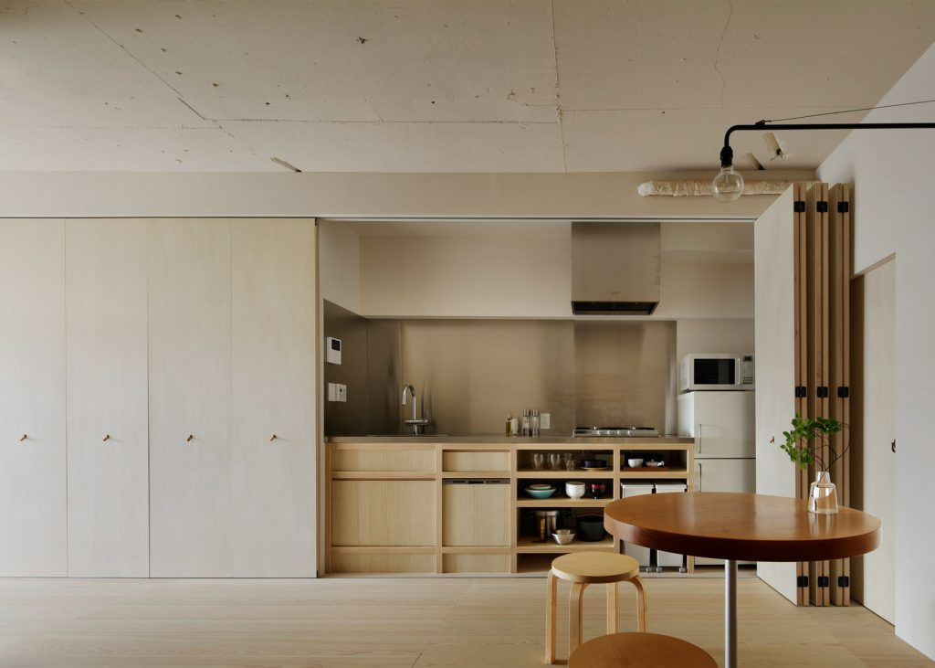 Apartment In Kitasando Par Le Studio De Design Japonais Minorpoet Journal Du Design Interieur Moderne De Cuisine Design Japonais Interieur D Appartement