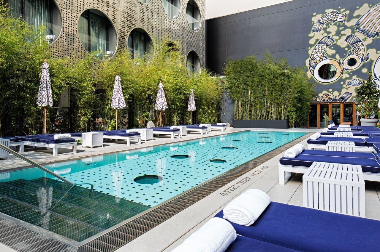 6 refreshing rooftop pools at nyc hotels swimming pools - Hotel new york swimming pool roof ...