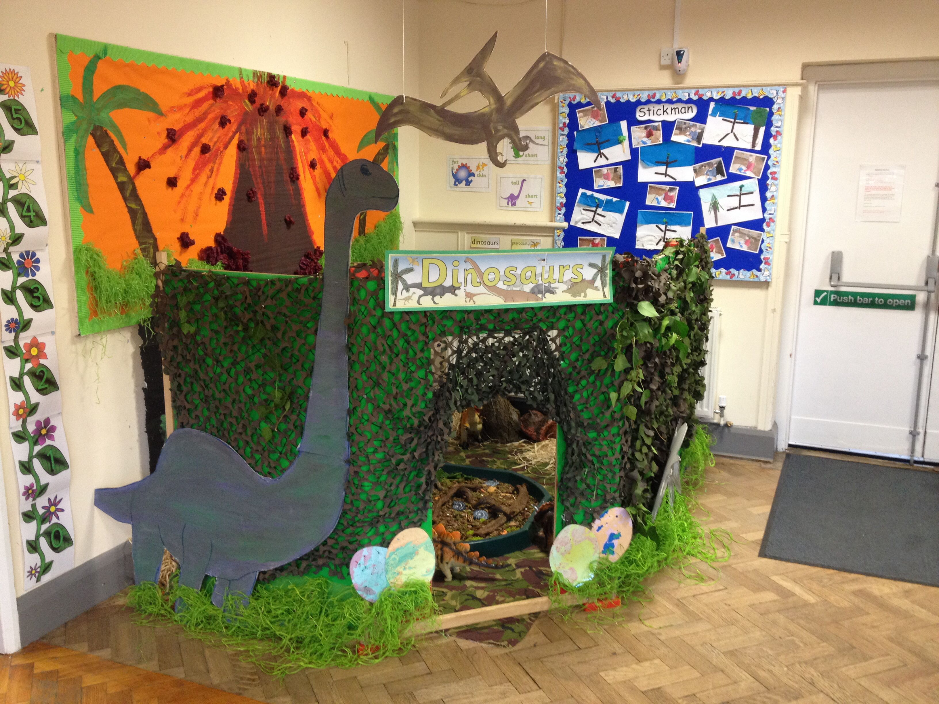 themahoek dinosaur world at nursery on the green thema
