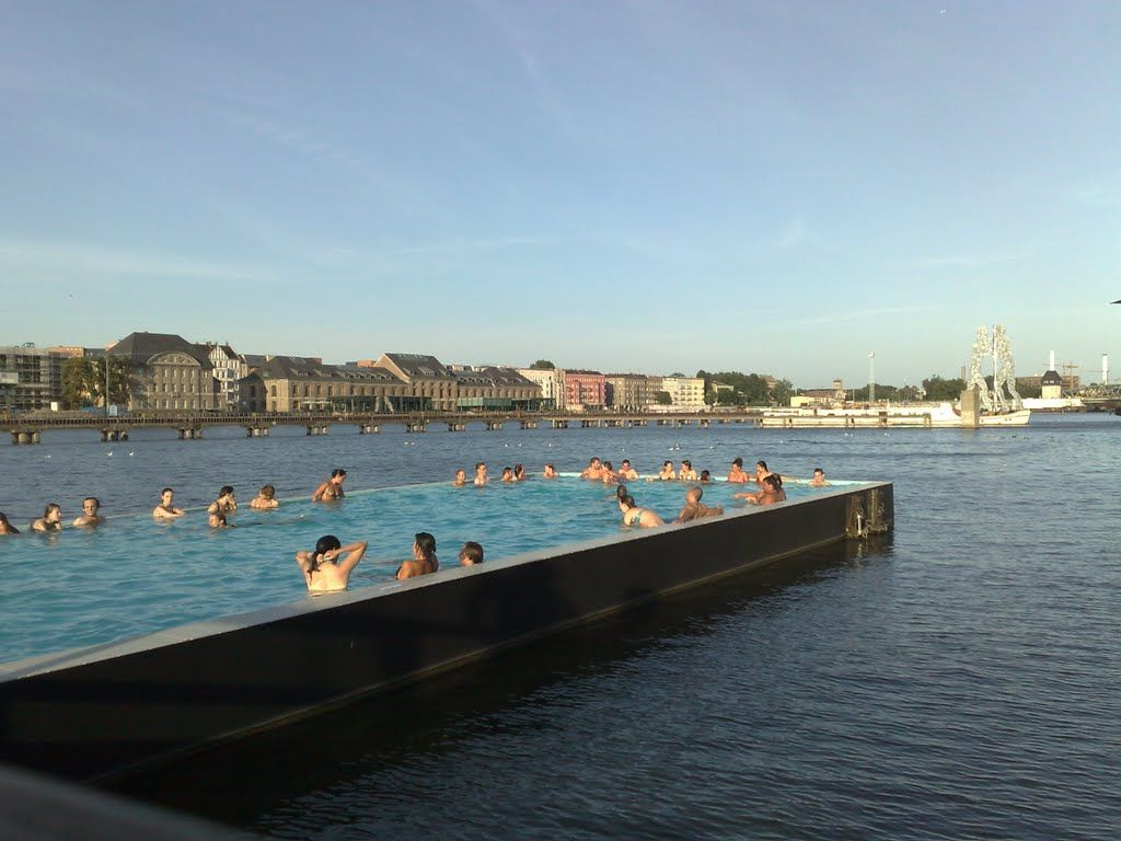 Swimmingpool Berlin Badeschiff Berlin Floating Swimming Pool Made From A Barge